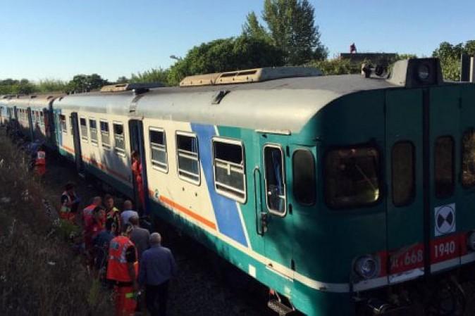 Scontro tra treni in Puglia: 10 feriti