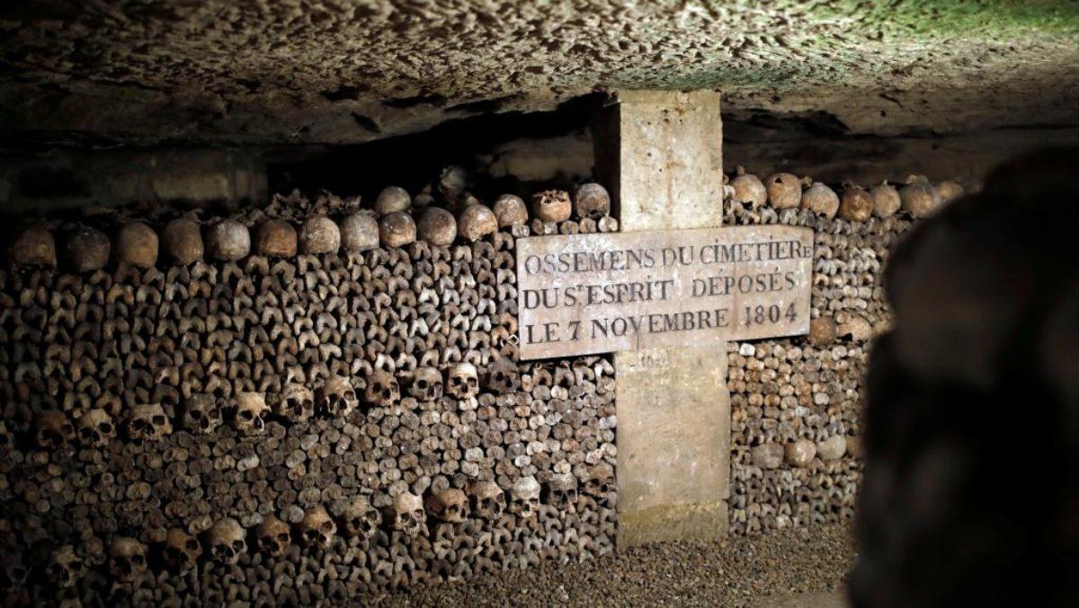 catacombe di Parigi, tomba del primo esploratore.