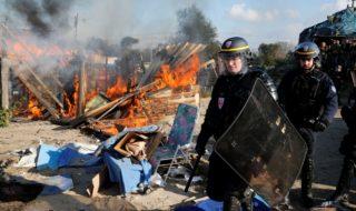 Macron ha chiesto alle forze dell'ordine di trattare i migranti in modo più umano
