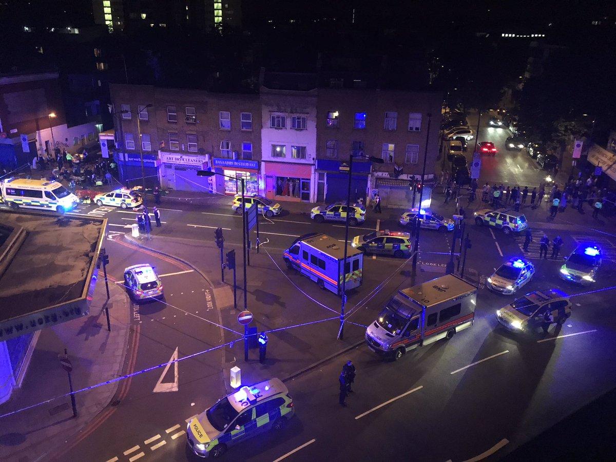 Terrore a Londra, furgone su folla a Finsbury park