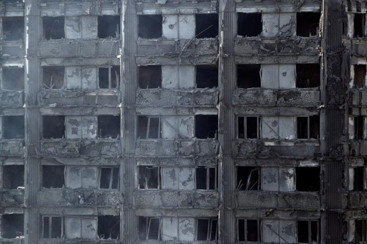 Incendio Londra, dopo dolore esplode la rabbia, finora 30 vittime