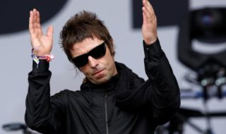 Il video di Liam Gallagher che dedica Don't look back in anger alle vittime del terrorismo