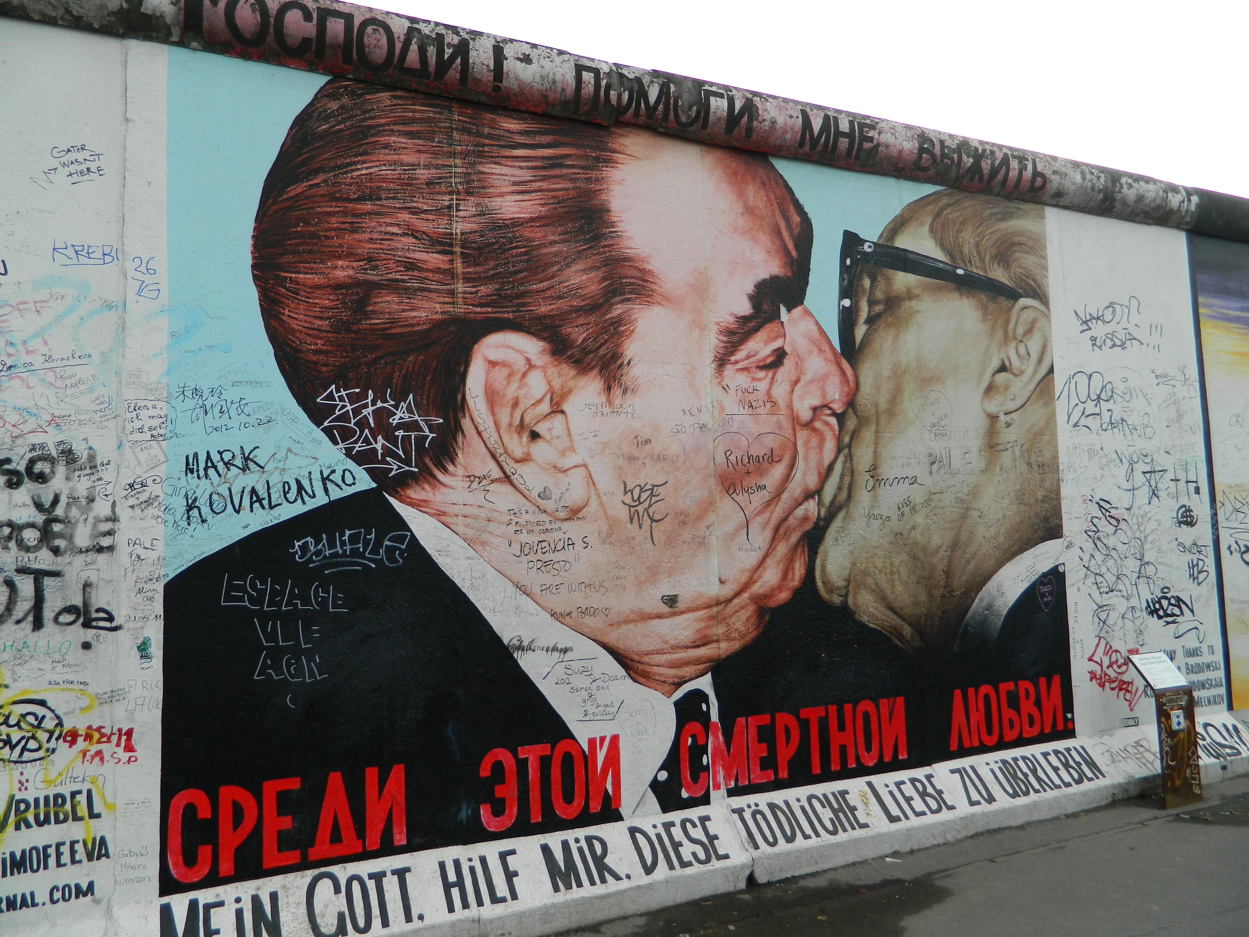 Domani giornata mondiale del bacio: è antistress e migliora il sonno
