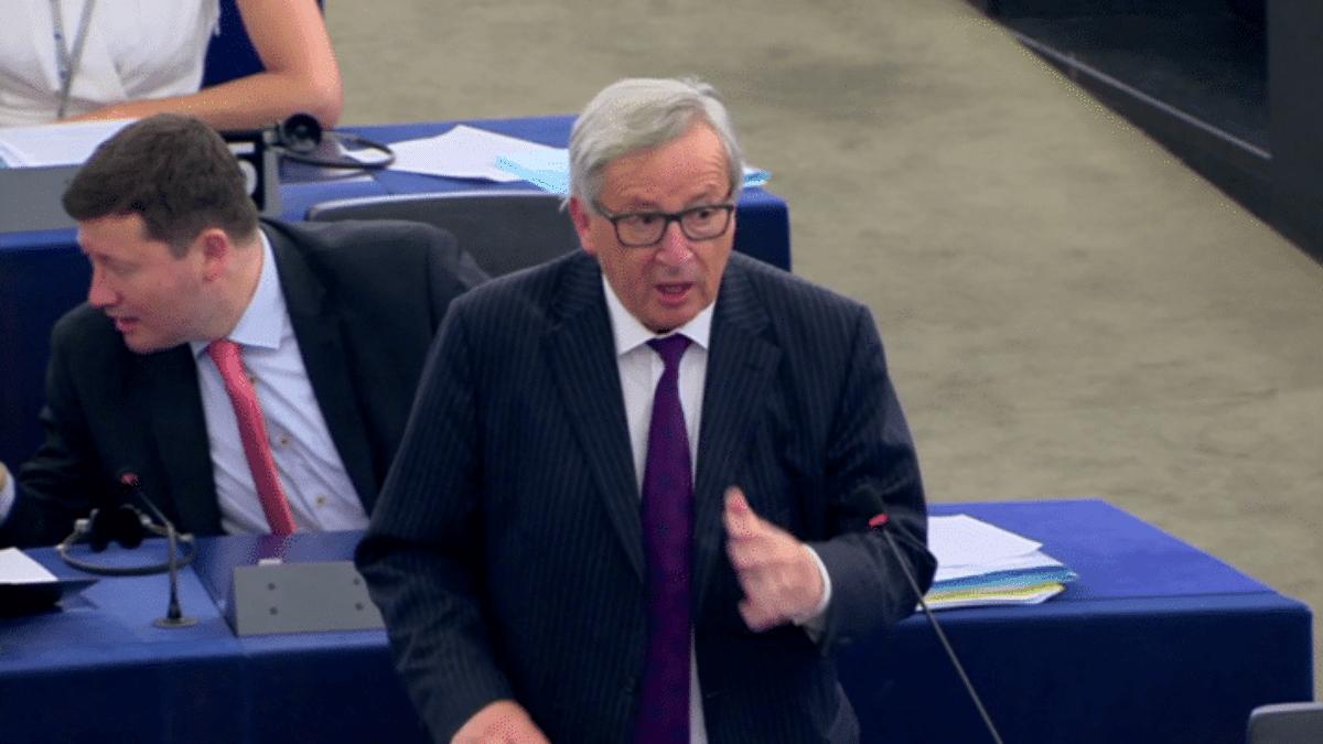 Migranti, aula semideserta al Parlamento Ue: è scontro Junker-Tajani