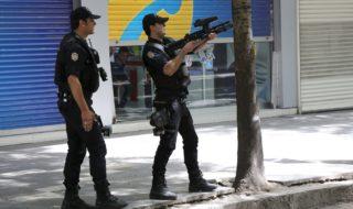 Un uomo ha ucciso un poliziotto e preso un ostaggio in Turchia