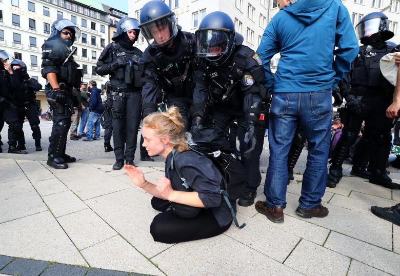 G20, scontri nella notte ad Amburgo