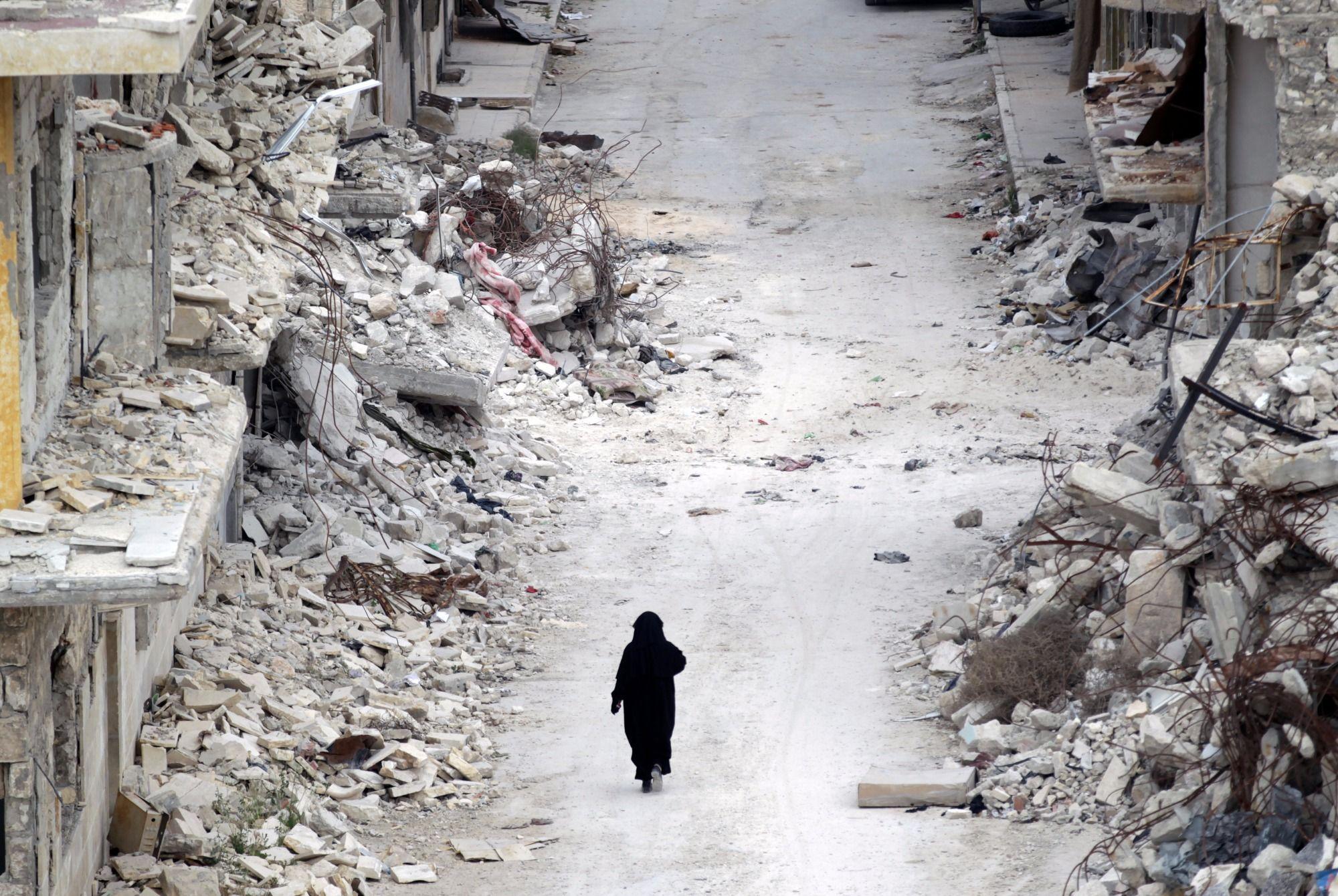 Siria, esplodono tre autobomba a Damasco: almeno 12 morti