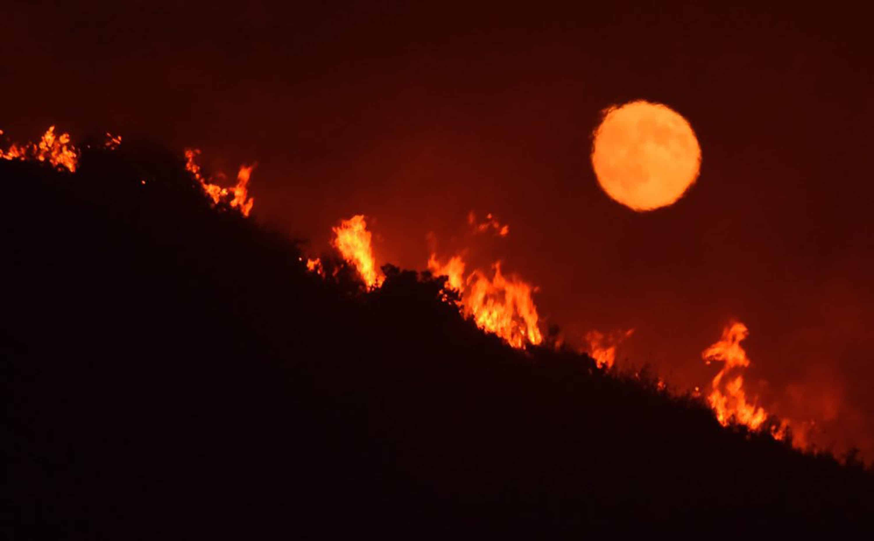 Luna incendi California