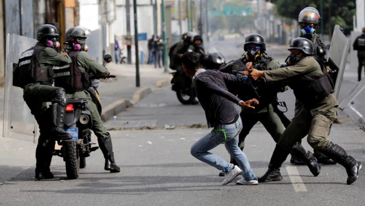 Sangue sulla consultazione dell'opposizione anti Maduro