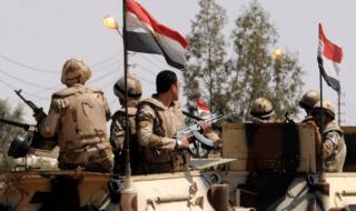 Forze di sicurezza del Cairo a un checkpoint militare
