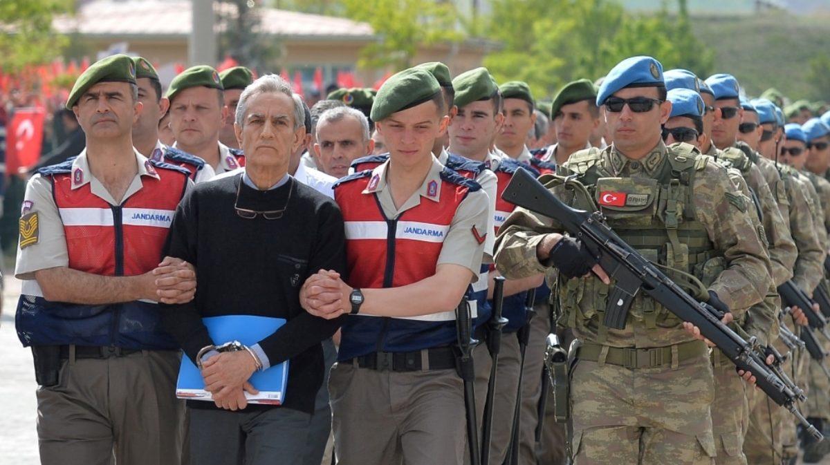 Turchia: alla sbarra 500 sospetti golp