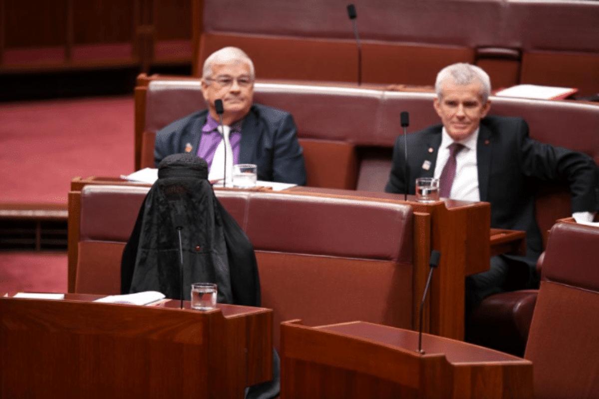 Australia, politica anti immigrati col burqa in Senato