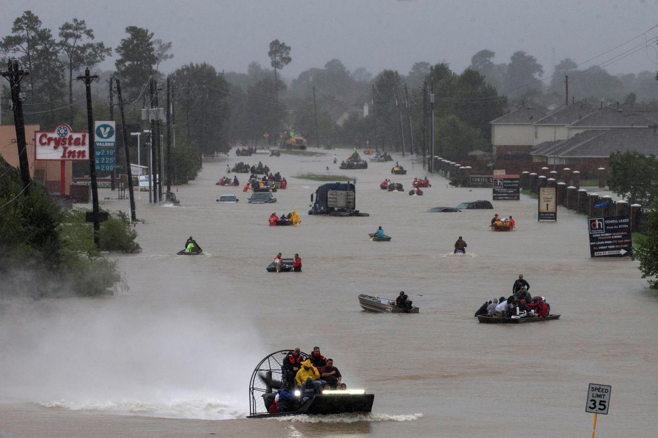 Uragano Harvey: inondazioni causano esplosioni in impianto chimico