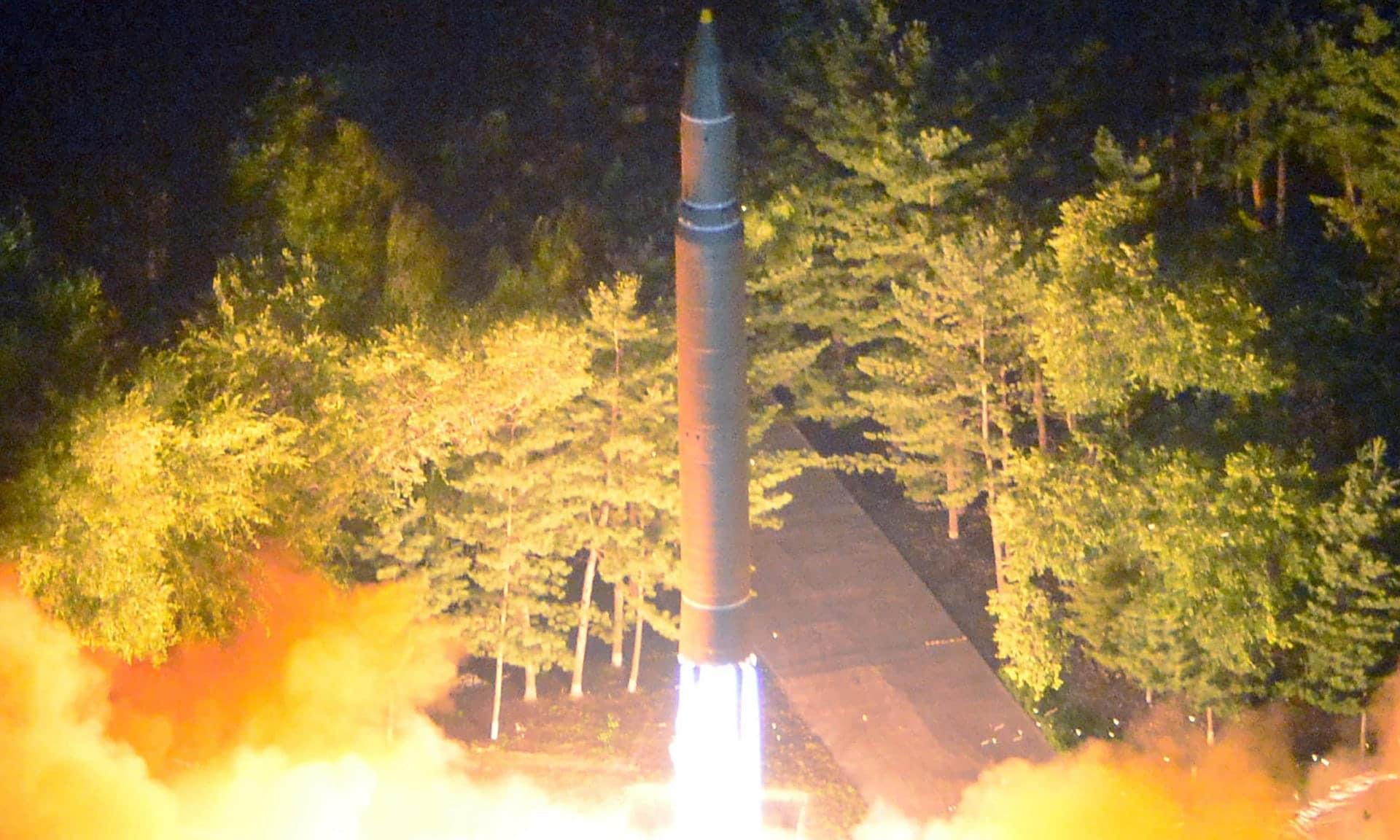 La Corea del Nord lancia missile che sorvola il Giappone: tensione altissima
