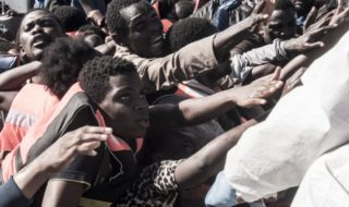 ragazzi thailandesi migranti
