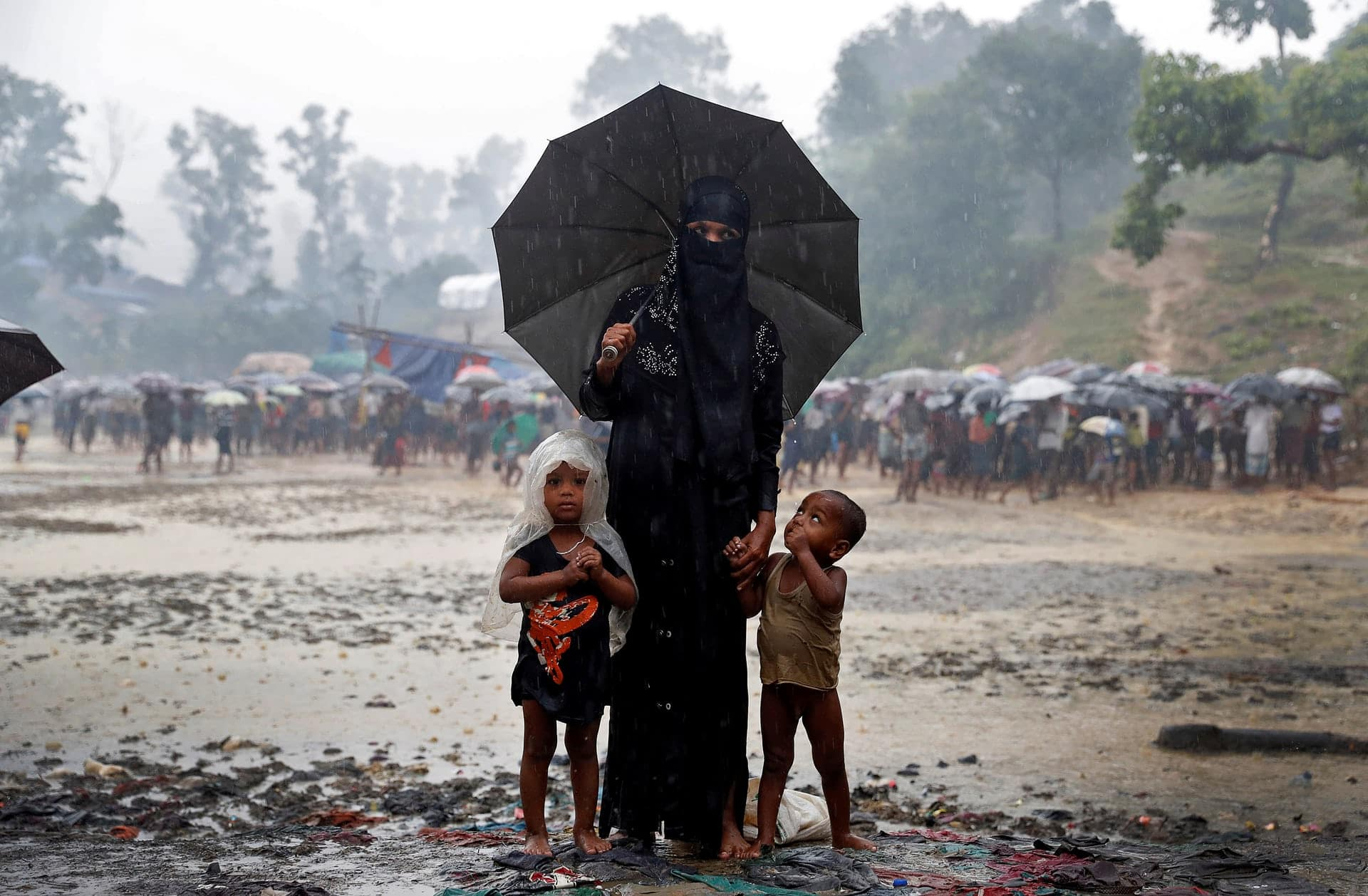 Alcuni rifugiati rohingya in un campo profughi in Bangladesh