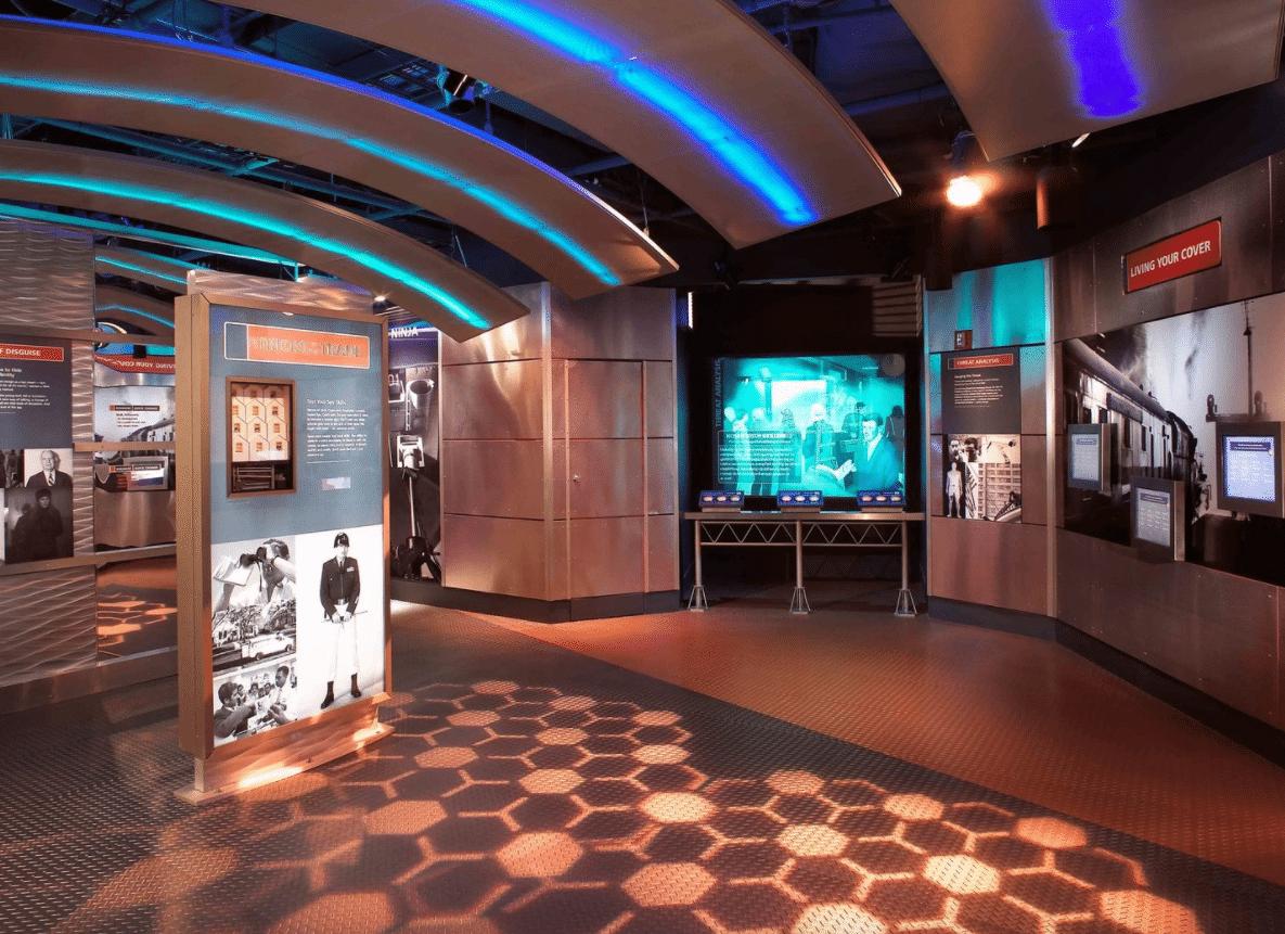 All'International Spy Museum, dove bambini tra i nove e i 13 anni possono calarsi nei panni di giovani James Bond