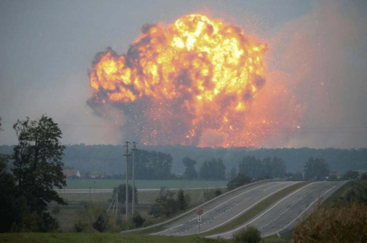 Ucraina, esplode deposito munizioni, chiuso spazio aereo