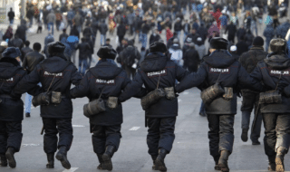 La polizia di Mosca ha proceduto a evacuare scuole, centri commerciali e stazioni ferroviarie a causa di una serie di allarmi bomba