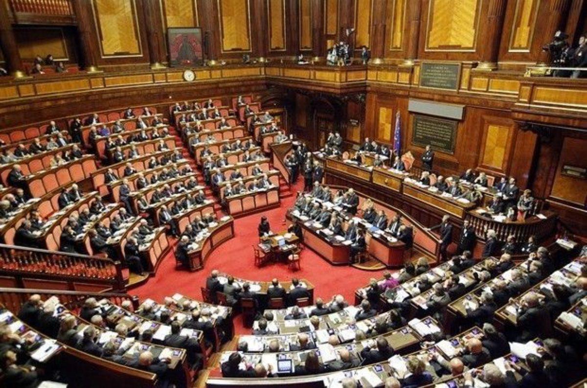 Il 15 settembre scattano le pensioni per 608 parlamentari for Il parlamento italiano