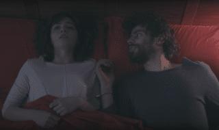 """Un fotogramma del cortometraggio """"Domani usciamo"""" che racconta la storia di una coppia prigioniera del proprio rapporto"""