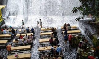 Il ristorante immerso nella cascata