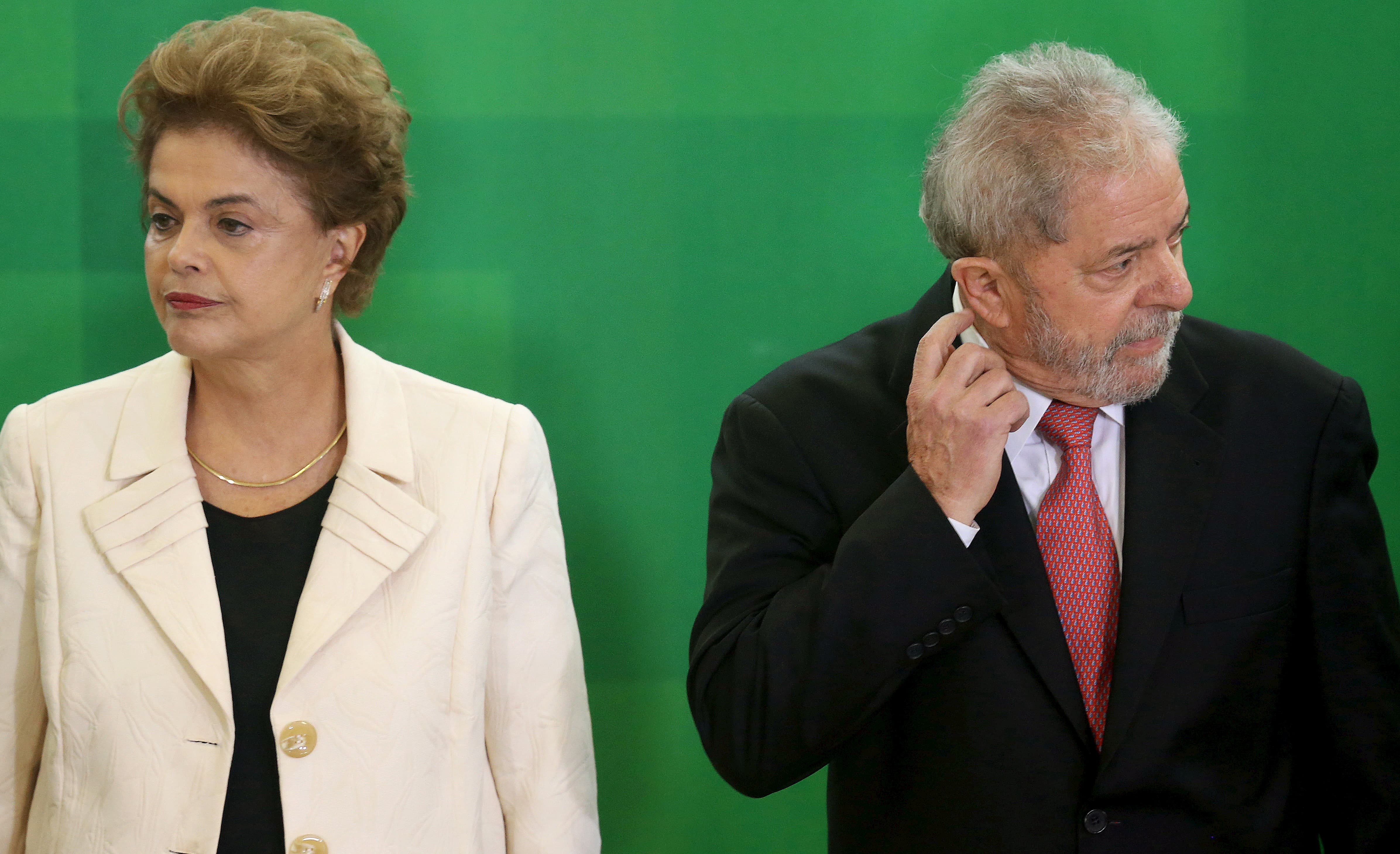 Gli ex presidenti brasiliani Dilma Rousseff e Luiz Inacio Lula da Silva