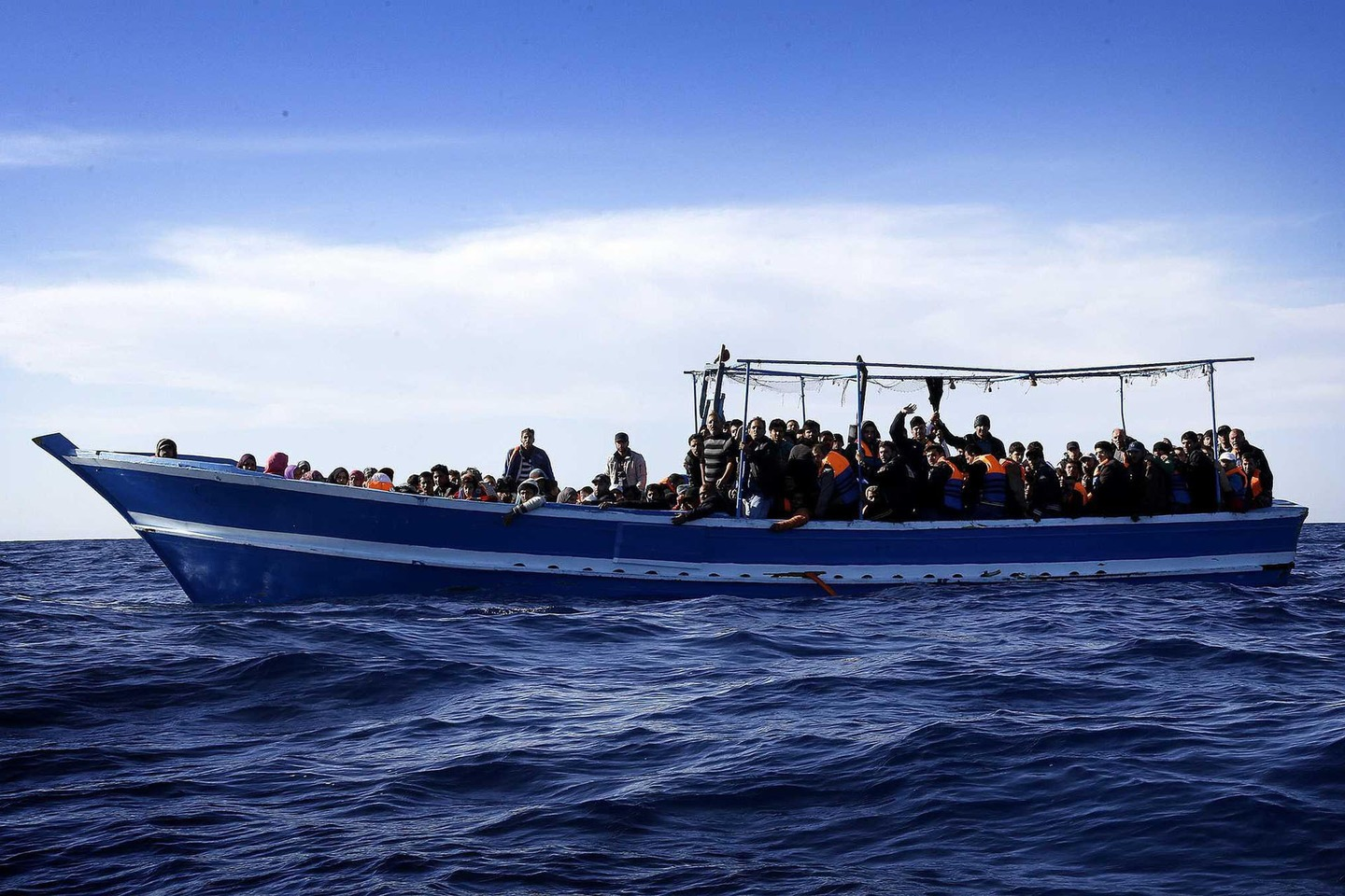 Naufragio in Libia: oltre 100 dispersi in mare