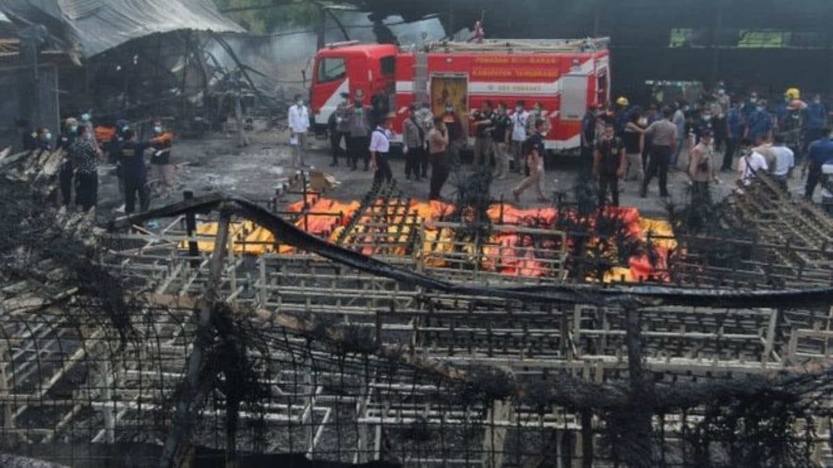 Esplode fabbrica di fuochi d'artificio, 47 morti in Indonesia