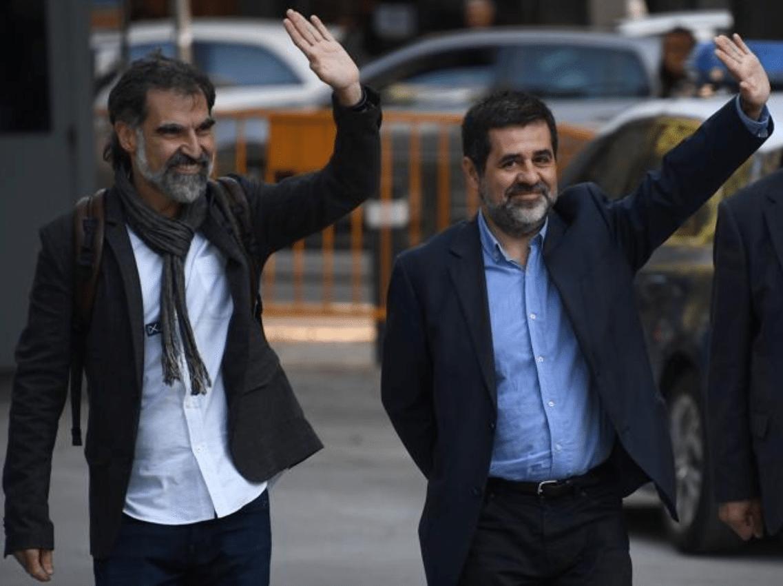 Catalogna, migliaia in piazza per Cuixart e Sanchez arrestati