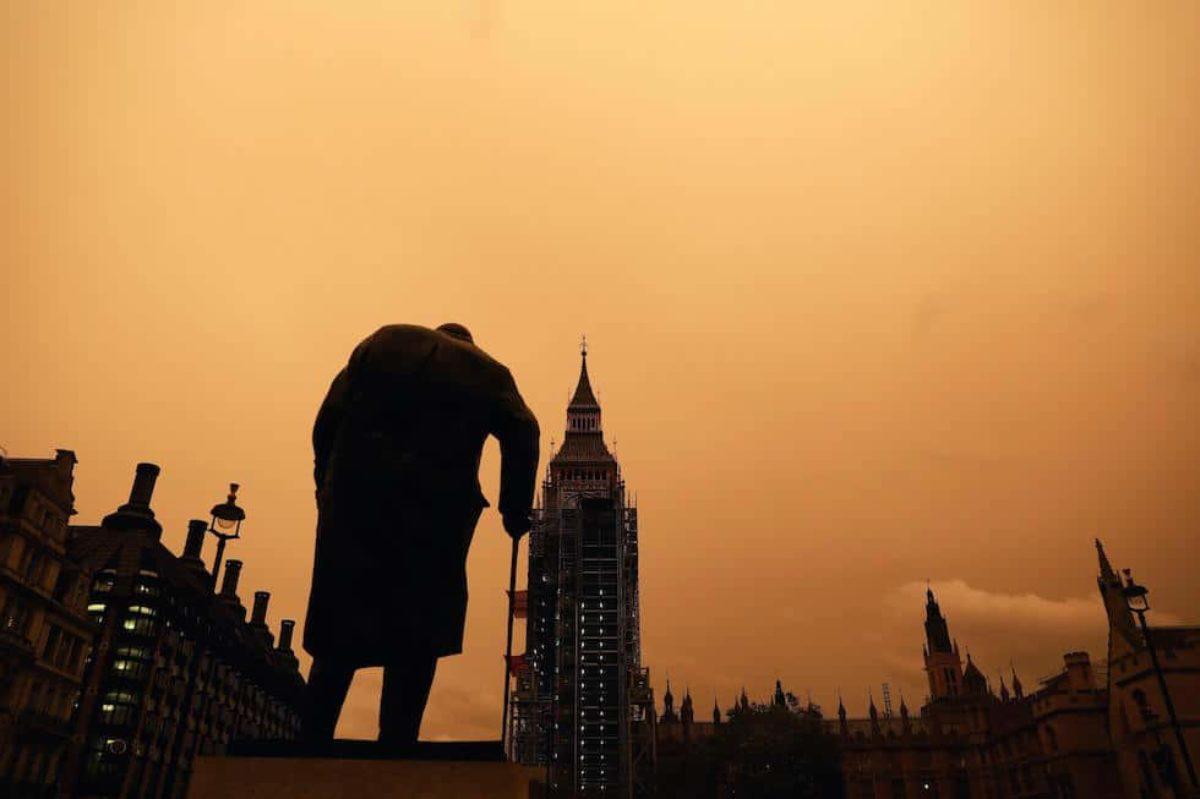Ophelia-Londra-tempesta-statua-Churchill