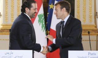 Stretta di mano tra Macron e Hariri