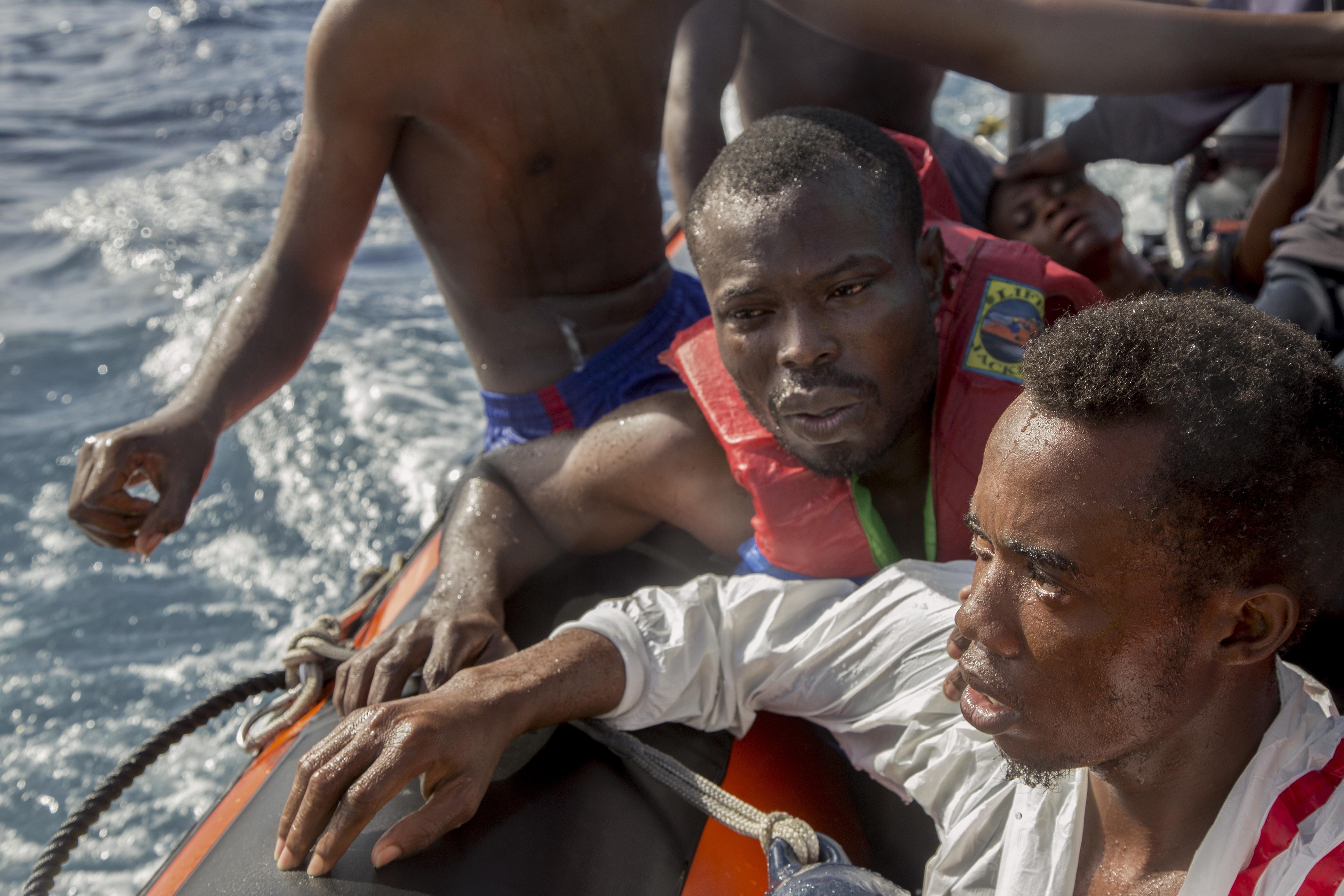 Migranti, naufragio al largo delle coste libiche: almeno 25 morti