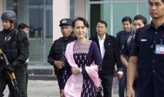 La leader birmana Aung San Suu Kyi a Rakhine