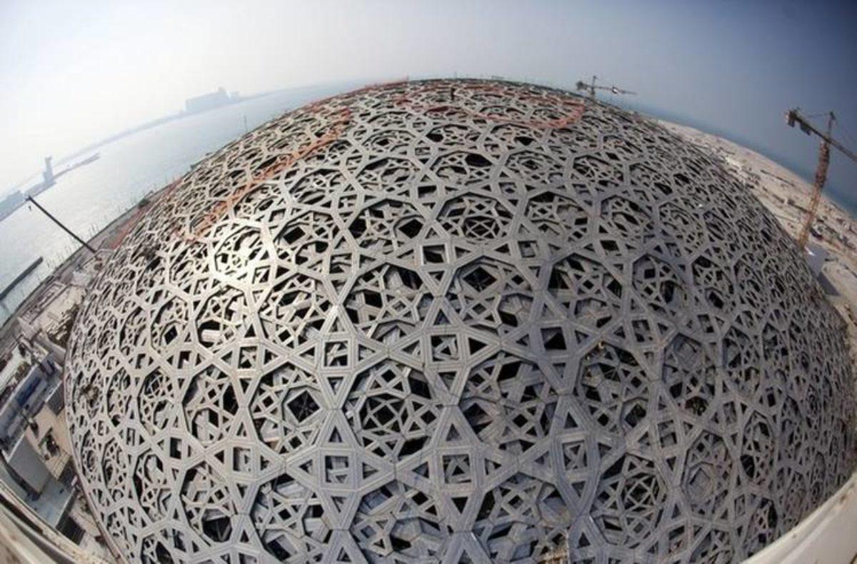 Il nuovo museo del Louvre apre ad Abu Dhabi