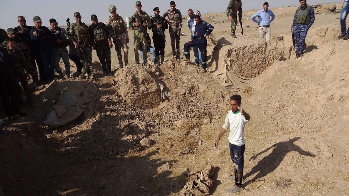 L'orrore dell'Isis: a Hawija fosse comuni con 400 corpi