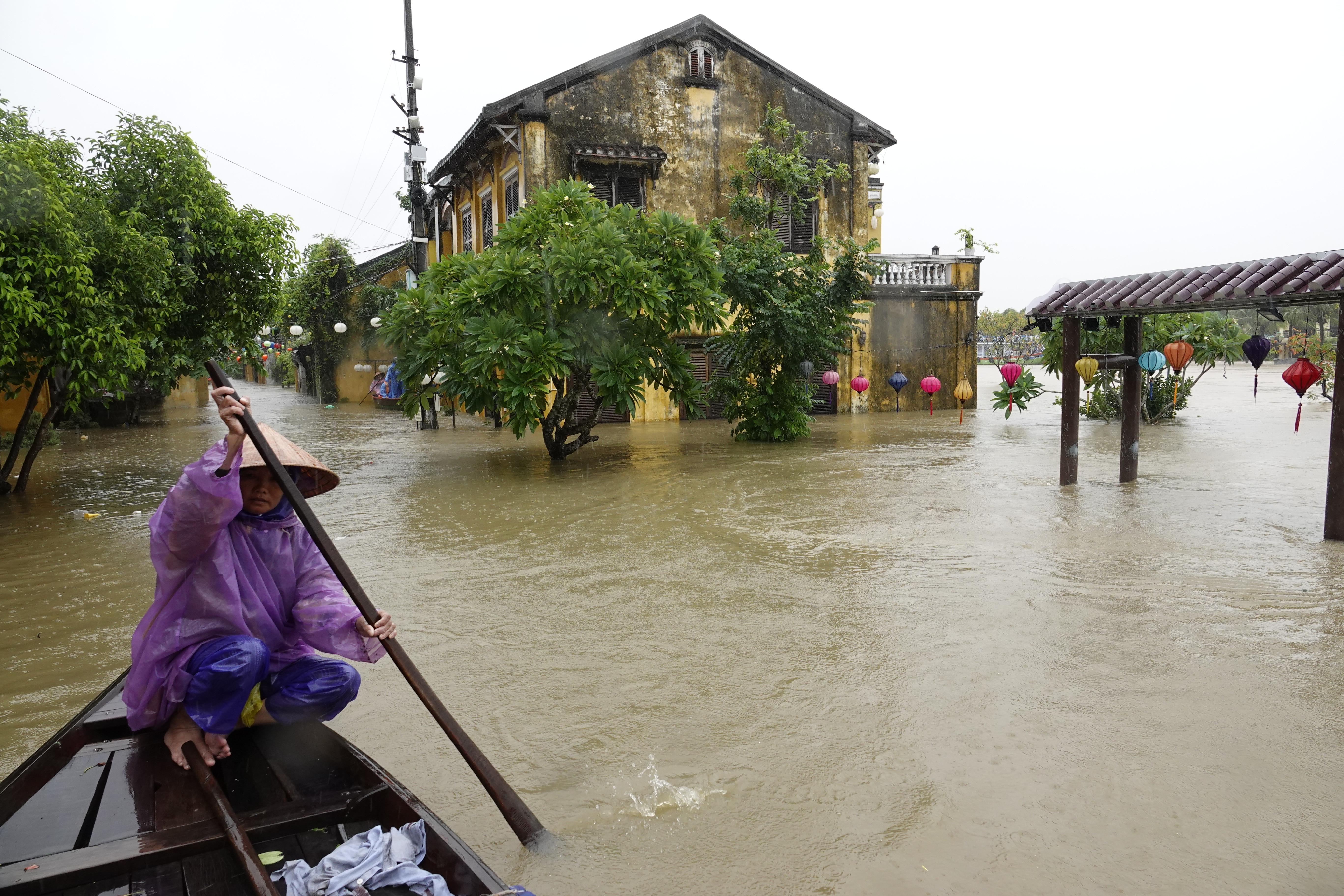Il Vietnam colpito dal tifone Damrey: 27 morti e diversi dispersi