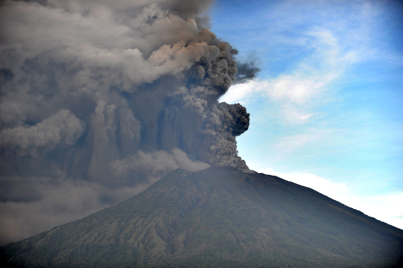 Il monte Agung sull'isola di Bali, in Indonesia