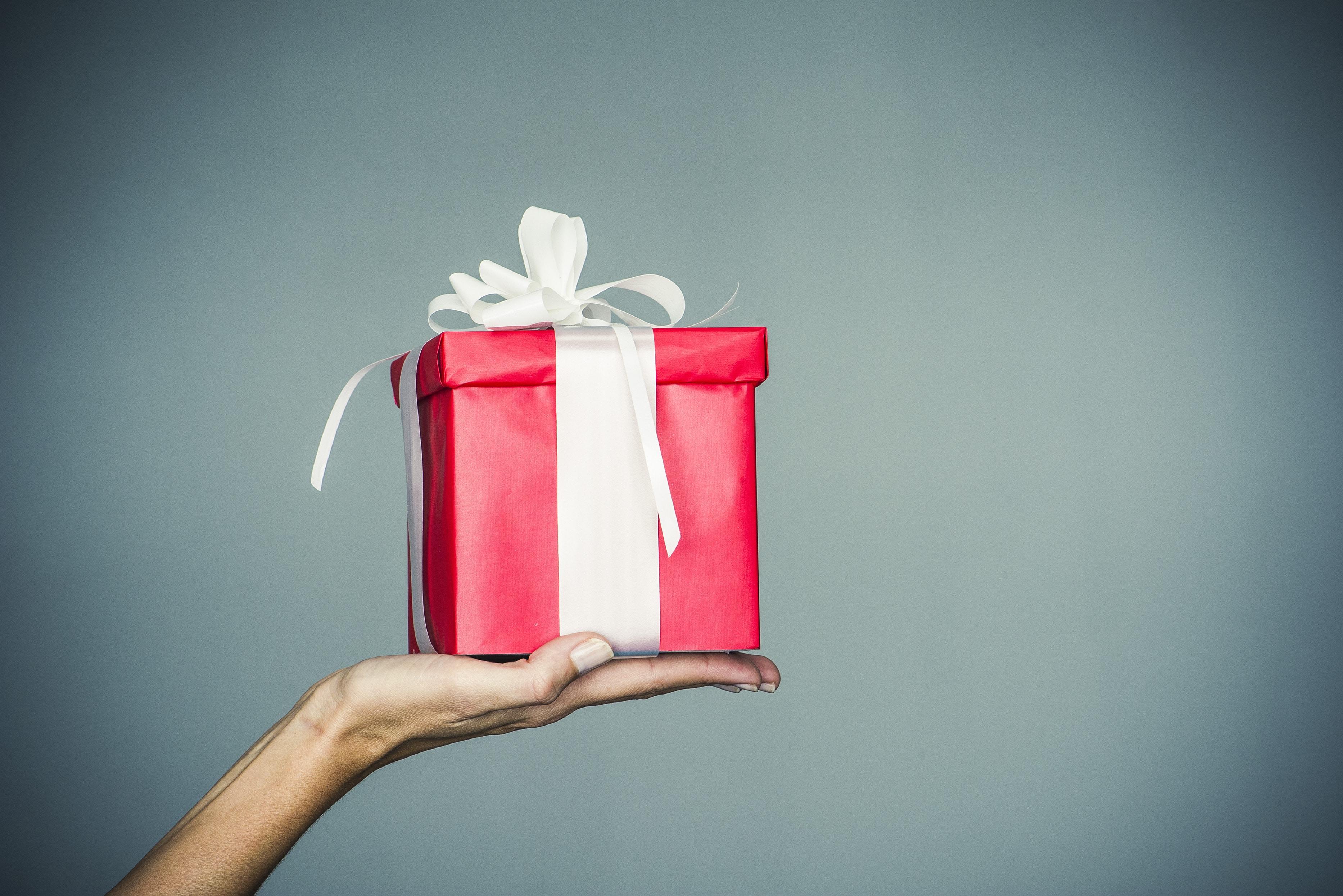 Regali Di Natale Amici.20 Idee Di Regali Di Natale Pensate Per I Diversi Tipi Di Amici