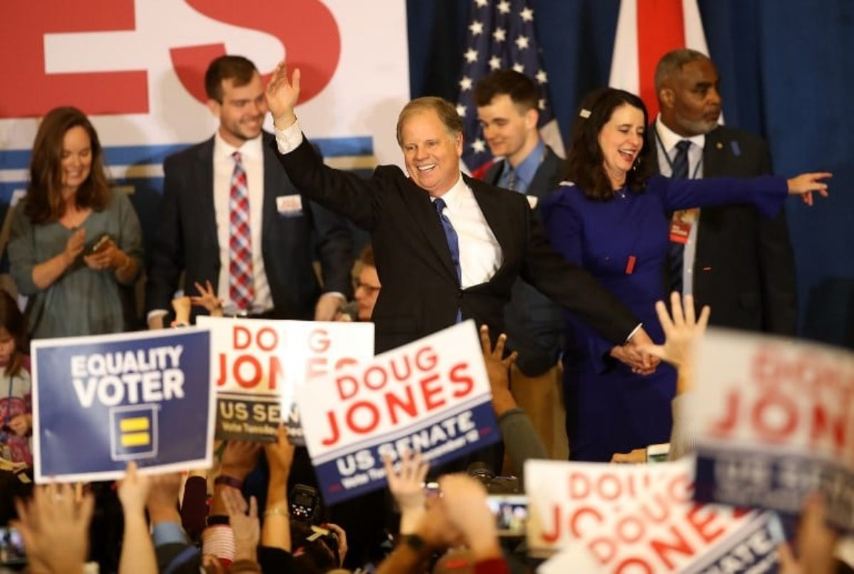 Usa, Trump sconfitto in Alabama: vince il democratico Jones
