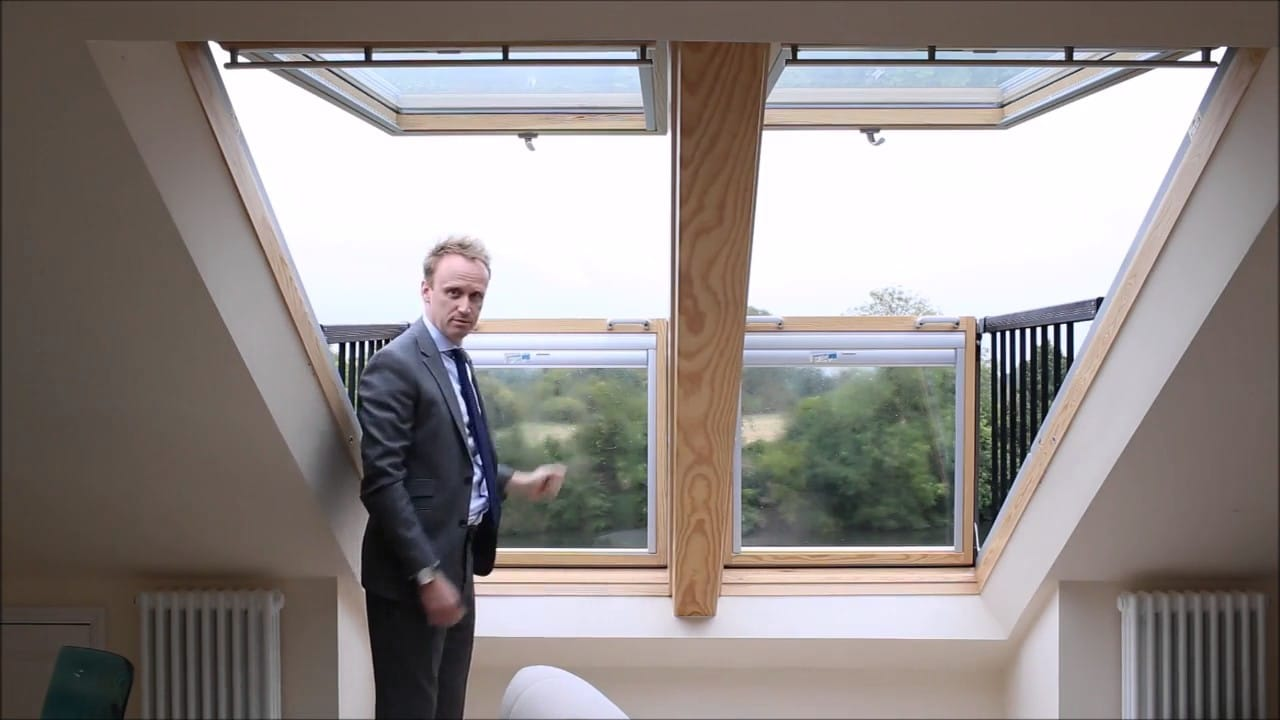 Questa finestra prodotta da un 39 azienda danese diventa un for Velux finestre balcone