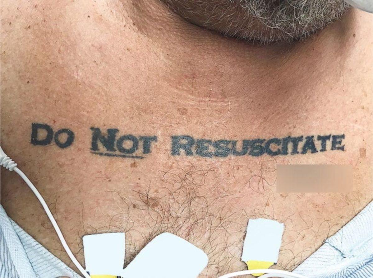 Usa, arriva in ospedale con tatuaggio ''Non rianimare''