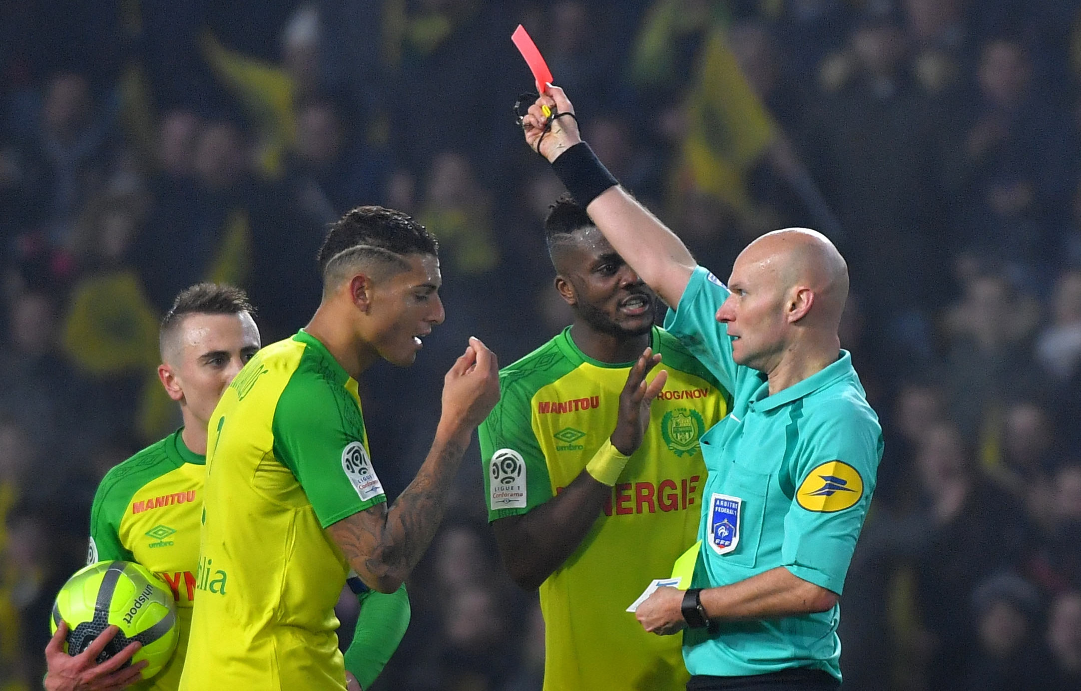 Fallo di reazione dell'arbitro Chapron in Nantes-Psg