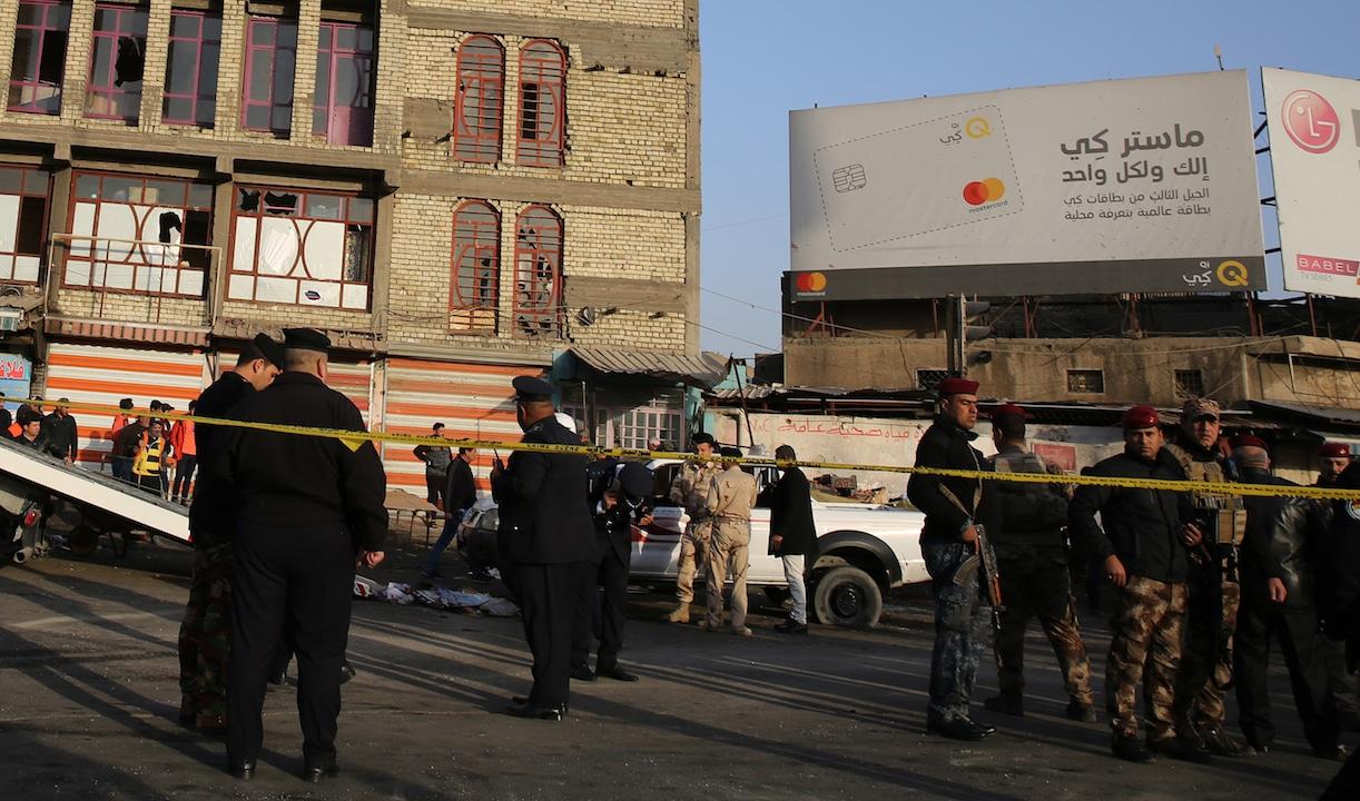 Doppio attacco kamikaze in piazza a Baghdad: decine di vittime