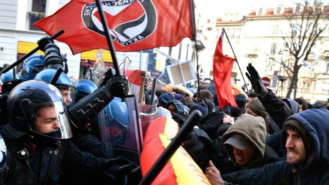 scontri un grande corteo contro Casa Pound a Milano