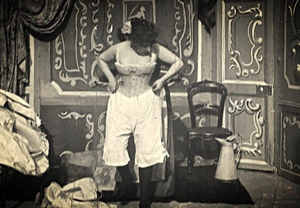 Questo film porno è stato girato in bianco e nero Al fianco di una giovane Marilyn Monroe alle prime armi (la sua primissima.