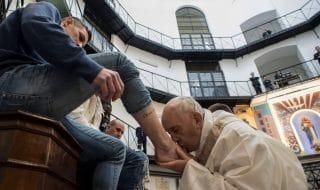 Pasqua Papa lavanda piedi regina coeli