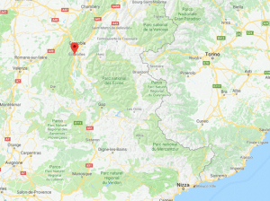 Francia, auto tenta di investire soldati