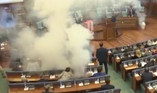 kosovo lacrimogeni parlamento