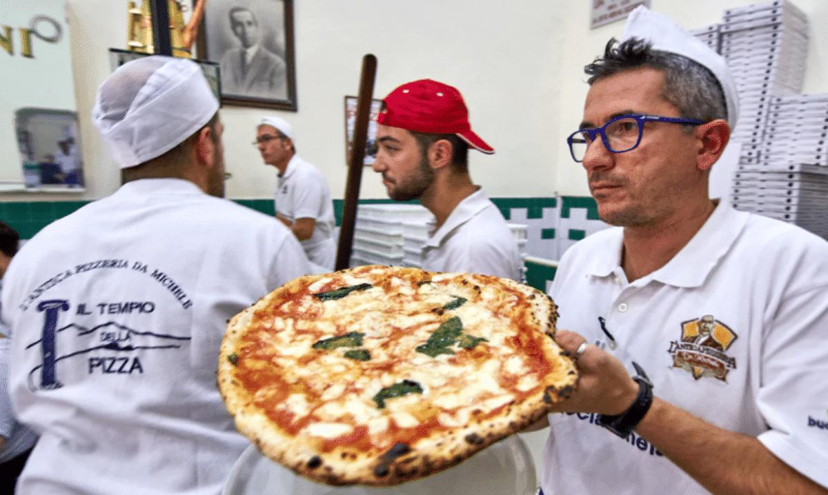 Risultati immagini per antica pizzeria da michele